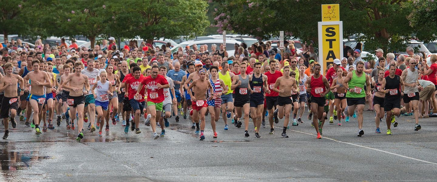 A large group of runners start a race