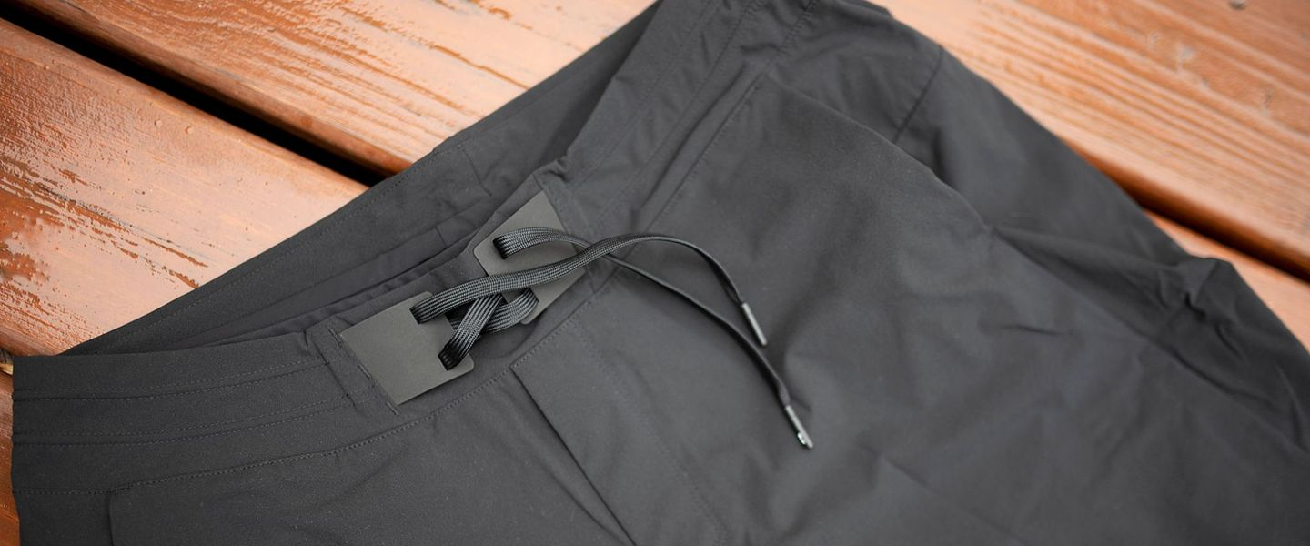 The waistband and drawstring of the On Hybrid Shorts